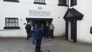 Vizita la distileria de whiskey Auchentoshan.