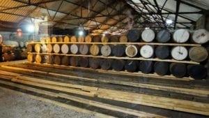 Hala de maturare pentru diferite perioade de timp a whiskey-ului.